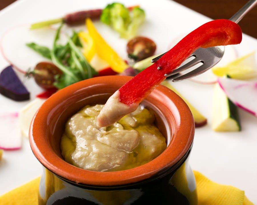 旨コク溢れる自家製ソースにディップ 彩鮮やか旬野菜のバーニヤカウダ♪