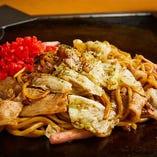 京都のもちもち太麺が甘辛ソースによく絡む♪きん家特製焼きそば