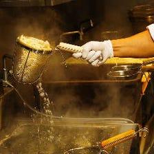 店頭で製麺する本場自家製讃岐うどん