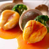 新鮮な魚介を使用したお料理も楽しめます