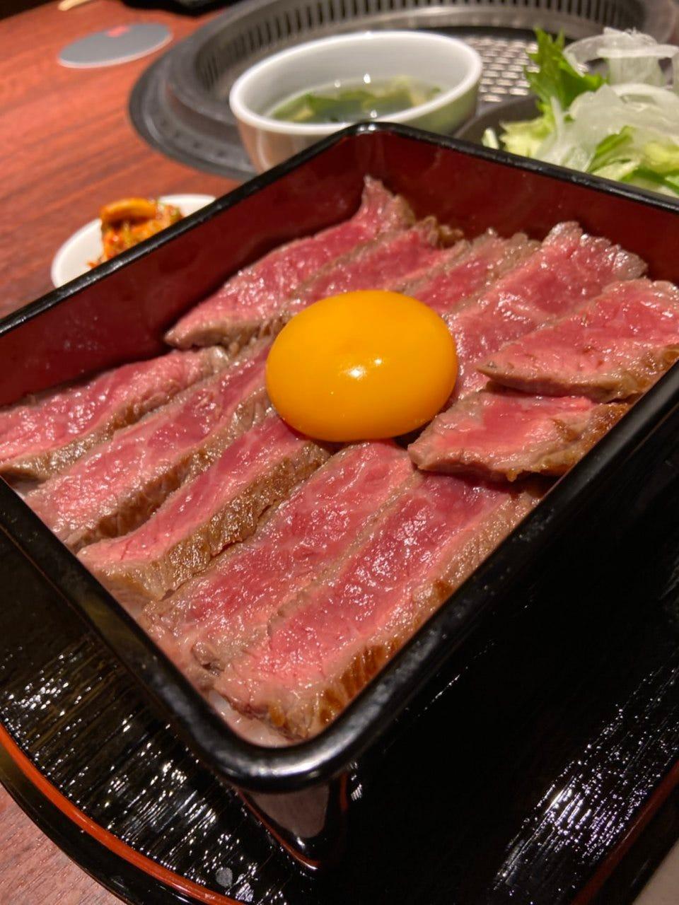 一日限定ステーキ重!!一度食べたら病みつき間違いなし♪