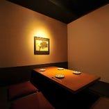 少人数でご利用可能な個室。2名から8名まで利用可能。