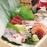 自慢の創作料理◎ 市場直送の新鮮魚介や季節の旬の素材をを使用