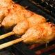 新鮮な朝引き鶏を生から焼く!炭火で柔らかく焼き上げます。