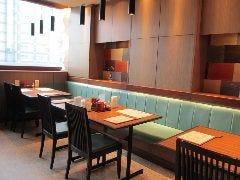 テーブル席でゆったりと天ぷらをお楽しみいただけます