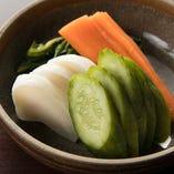 毎日ぬか床の世話をして、ぬか漬を作っています。程よい酸味が日本酒とよく合います。