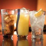 サワーやカクテルも充実の品揃え。飲み易さはお酒だけでなく、グラスにもこだわっているためです。