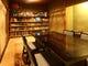 壁際にはずらりと蔵書が並ぶ パブリックスペース