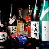 店主選りすぐりの日本酒や焼酎が勢ぞろい
