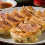 開店当初から人気の耐えない看板料理!『焼餃子』