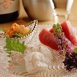 料理長が毎朝豊洲で目利きする新鮮な魚を絶品お造りに仕立てます