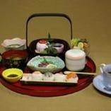 お昼の一番人気!貴婦人膳!!かわいい手まり寿司がうれしい一品。