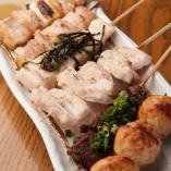 田原豚やあつみ牛など、こだわりの食材を使用した串焼き!