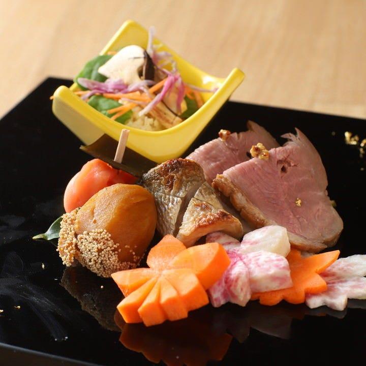 旬の食材を使った料理が満載のコースで非日常の贅沢を