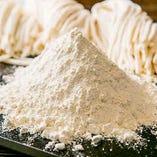 【麺】極上の国産小麦「さぬきプレミアム」を使用、吟味を重ねて生まれた逸品です