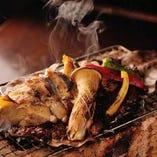 鶏の葱味噌朴葉焼き。焦がし味噌を絡めて召し上がりください。