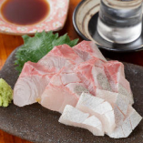 【極めしメニュー】大阪中央卸売市場より新鮮なお造り!鹿屋カンパチなどをリーズナブルにご提供