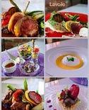 季節の食材を使った鮮やかな料理の品々