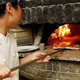 400℃の薪窯で一気に焼き上げます
