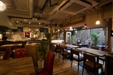 炭火イタリアンバル Azzurro 520+Caffe 店内の画像