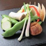 旬のお野菜を仕入れております