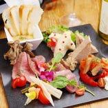 厳選素材を使用した様々な前菜がございます!