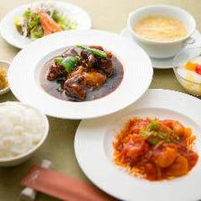 行列のできる豪華な中華の昼食