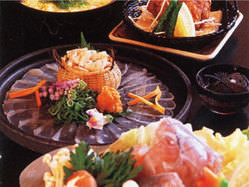 ふぐなど自慢の活魚を生かしたお鍋 大座敷・個室でご宴会をどうぞ