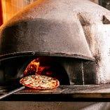 イタリア産薪窯を使ったピッツァを本場イタリアのレシピで堪能♪