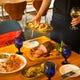 大皿のテーブルシェア or ビュッフェをお選びいただけます