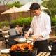 海外のお祝い料理の定番「仔豚の丸焼き」はオプションで