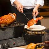 海外のお祝い料理の定番「仔豚の丸焼き」