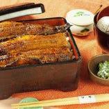 三河一色産に限定した鰻を備長炭で焼き上げ、秘伝のタレで仕上げています。