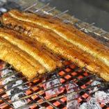 脂ののった鰻を備長炭で香ばしく焼き上げます。