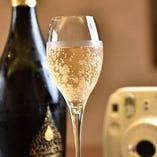 お祝い用のコースには特典として食前酒のサービスが