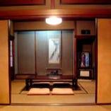 昭和25年に創業当時のものに復元した建物
