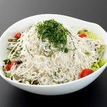 篠島産シラスと大根のサラダ