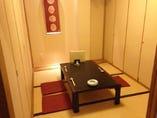 """2階【最大8名様/お座敷席】""""蝶""""の間。個室のお席です。"""