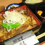 【ランチ】 900円~!ご飯・味噌汁・サラダ・小鉢が食べ放題