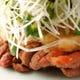 胡椒焼みぞれポン酢。焼いた腿肉を大根おろしとネギでさっぱり。