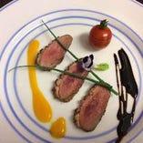味わいコース・ロースのステーキのメインと個性的な鴨料理