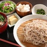 人気の鴨せいろ蕎麦:ランチ1080円