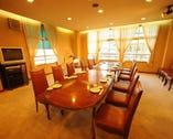 ■テーブル席 4名様から18名様まで対応可能のテーブル席もご用意しています。宴会などにぜひご利用下さい。時間も無