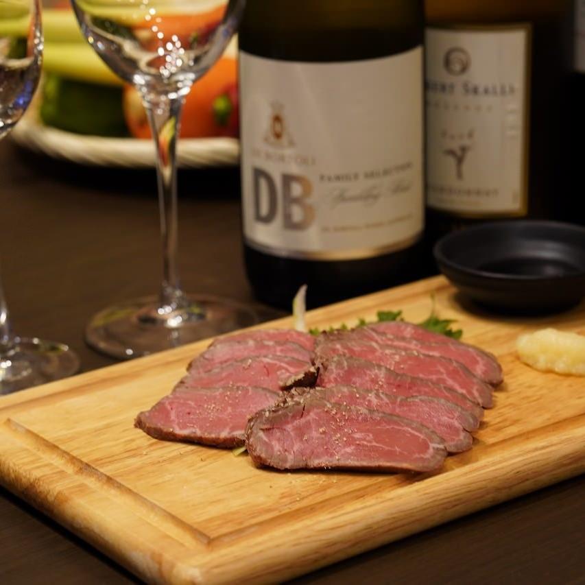 厳選肉のステーキのコースが3,000円です。