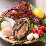 お肉以外にも、新鮮な魚介類の鉄板焼は幅広い世代に人気です