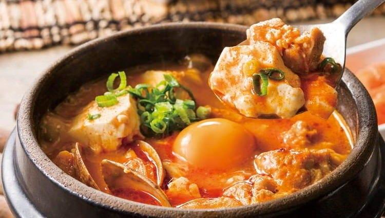 国産大豆の自家製豆腐と旨辛スープ!