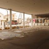 無料駐車場も完備しておりますので、お車でのご来店も大歓迎