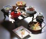 春は筍、夏は鱧、秋は松茸、冬は蟹。旬の味をお楽しみください。