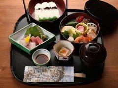 【お友達とのお食事や観光に最適】夏のつれづれ弁当(菊)天ぷら付