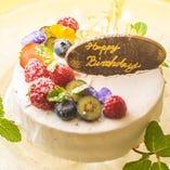 誕生日・記念日に最適なメッセージ入りケーキ付きプランも。